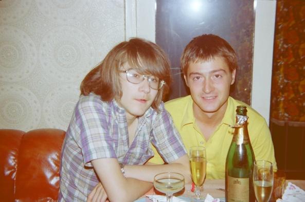 1979 Javier y Jorge en fiesta navideña