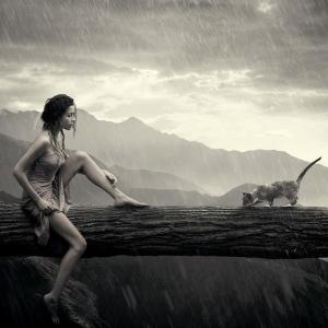 mujer humeda con gato en la lluvia