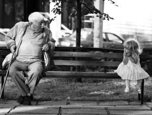 anciano y niña