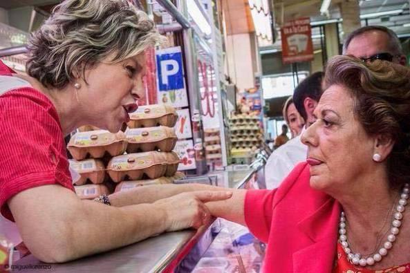 alcaldesa en el mercado de abastos