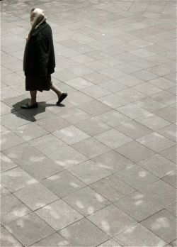 jubilada caminando