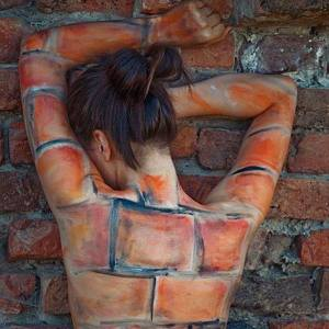 mujer muro
